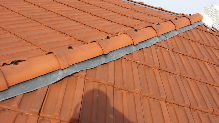 Ligne d'arêtier de toiture / Couvreur 94 Ma Belle Toiture